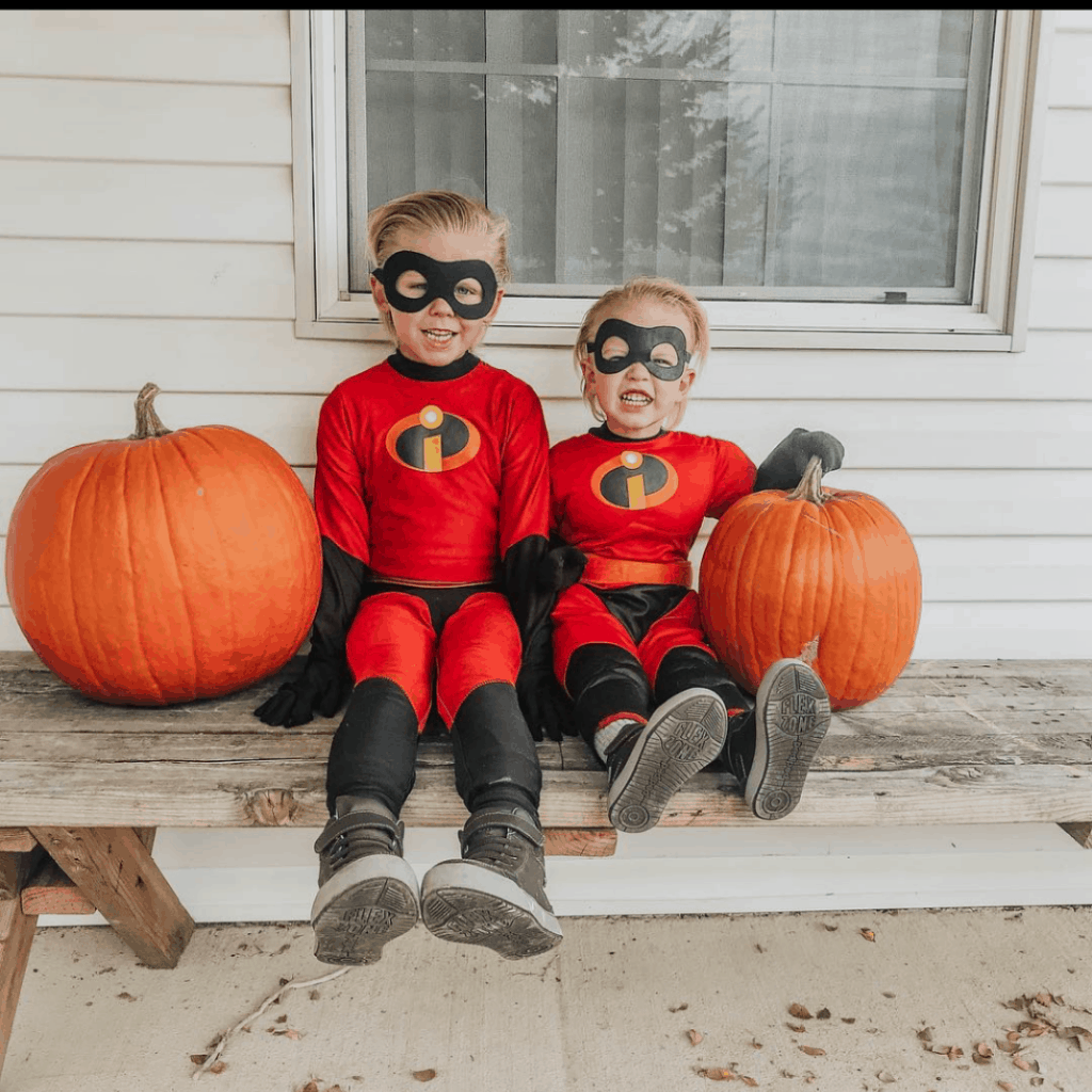 kids dressed as the incredibles