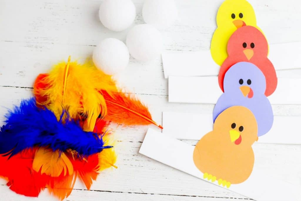 Image of matching feathers turkey craft for kids